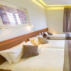חדר שינה בנוף מבית הארחה בית וגן