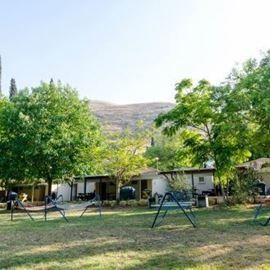 חצר אכסניית אלפא אירוח - Courtyard Alfa Hospitality Hostel