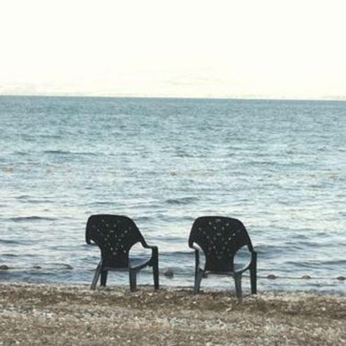 2 כיסאות על החוף - Chairs on the beach 2