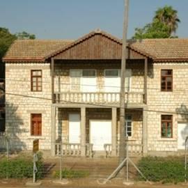 חצר הראשונים - HaRishonim Courtyard
