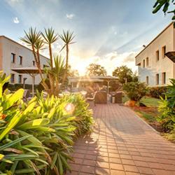 מלון נוף תבור - חצר - Nof Tavor Hotel - Courtyard