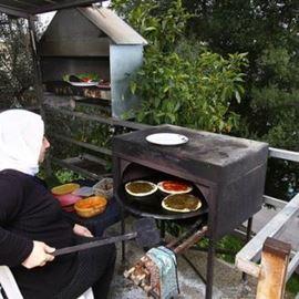 צימר הפסגה - מכינים פיתות בטאבון - HaPisga Zimmer - Pita in a tabun making