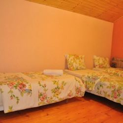 בית הארחה קיבוץ שמרת - חדר שינה - Kibbutz Shomrat Guest House - Bedroom
