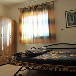 חדר שינה עם מיטה אחת - Bedroom with one bed