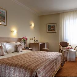 חדר שינה- מלון שערי ירושלים - Bedroom - Jerusalem Gates Hotel