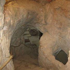 מדרגות במערה - Stairs in a Cave
