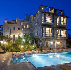 בריכת המלון - וילה גליליי - Hotel Pool - Villa Galilei