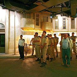 קבוצת חיילים במוזיאון - Group of soldiers in a museum