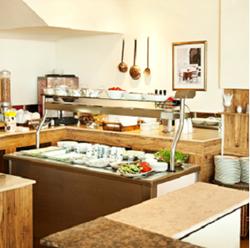 חדר אוכל במלון גולדן ביץ' - Dining Room Golden Beach Hotel