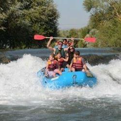 רפטינג בנהר - Rafing in the river