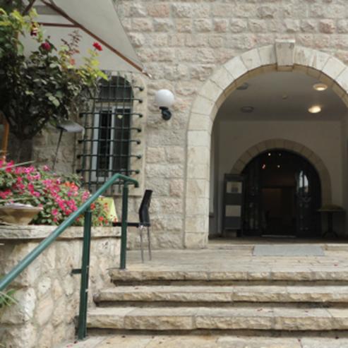 הכניסה לבית טיכו - Entrance to Ticho House