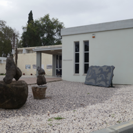 אגף הכניסה למוזיאון בית אורי ורמי נחושתן באשדות יעקב מאוחד - Entrance to Beit Uri and Rami Nehoshtan museum at Ashdot Yaakov meuhad
