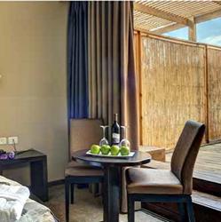 חדר שינה עם מרפסת קרלטון נהריה - Bedroom with balcony Carlton Nahariya