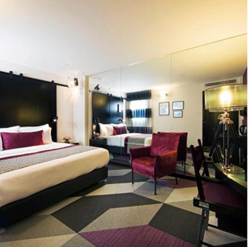 חדר שינה - מלון סינמה - Bedroom - Cinema Hotel