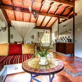צימר סהרה - פינת ישיבה ומטבחון - Sahara Zimmer - Seating area and kitchenette
