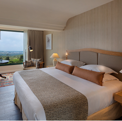 חדר השינה במלון יערות הכרמל - Bedroom at Carmel Forest Hotel
