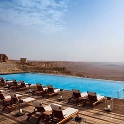 תמונה של בריכת מלון בראשית  עם נוף מדברי - Picture of Bereshit hotel pool with desert view