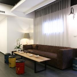 פינת ישיבה בלובי המלון דיזנגוף אווניו - Seating area in Dizengoff Avenue lobby hotel