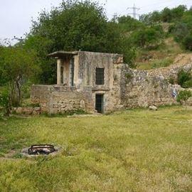 המבנה העתיק - Ancient building