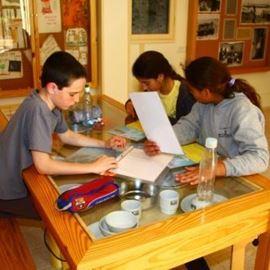 בצריף הראשונים - In the Rishonim hut