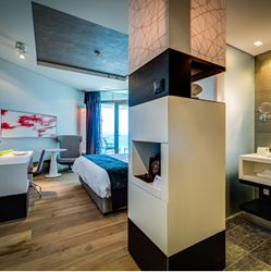 חדר השינה במלון רויאל ביץ' תל אביב - Bedroom at Royal Beach Tel Aviv