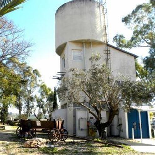בגדל מים בשביל מורשת - A water tower for a heritage