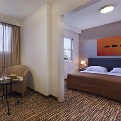 חדר השינה במלון פונדק רמון - Bedroom at Ramon Inn Hotel