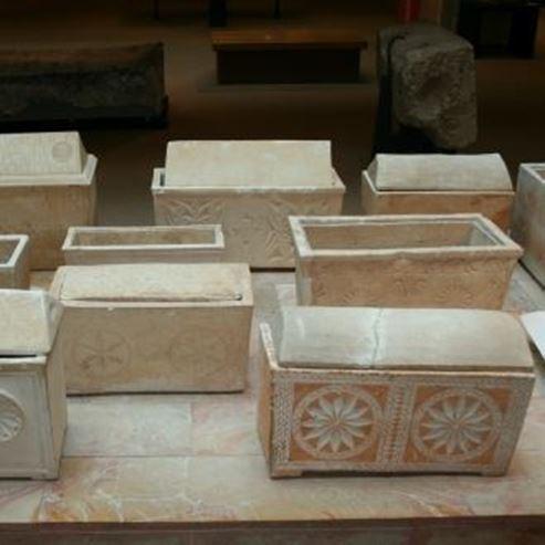 אוסף גלוסקמאות במוזיאון הכט - Collection of ossuaries in the Hecht Museum