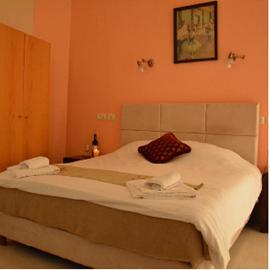 מלון הגליל - חדר שינה - Hotel HaGalil - Bedroom