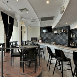 מתחם הבר במלון בלו וויס - Bar Area at Blue Weiss Hotel