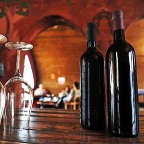 בקבוקי יין ביקב - Wine Bottles at the winery