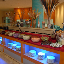 חדר האוכל במלון עדי - Dining Room at Adi Hotel