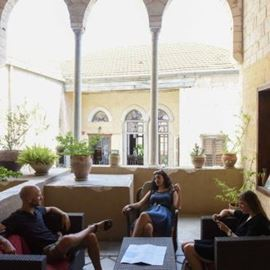 חצר פאוזי עאזר אין בנצרת - Fawzi Azar Inn Courtyard in Nazareth