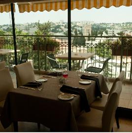 חדר האוכל במלון לאגסי - Dining Room at Legacy Hotel