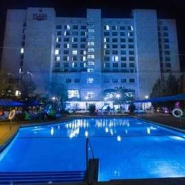 מלון פלאזה - חזית ובריכת המלון - Plaza Hotel - Front and hotel's pool