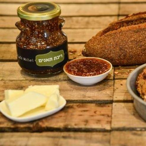 לחם ומטבלים - Bread and dips