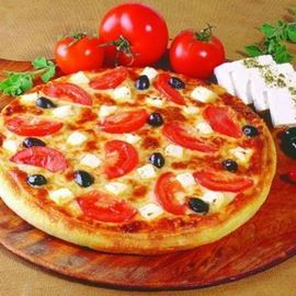 פיצה עם תוספות - Pizza with extras