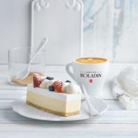 עוגה וכוס קפה רולדין - Cake and a cup of Roladin Cafe