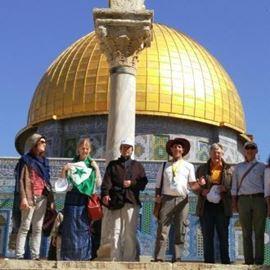 מסיירים בסיור ליד כיפת זהב בירושלים - Touring the tour near Golden Dome in Jerusalem
