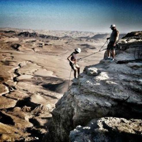 עושים סנפלינג במצפה רמון - Rappeling in Mizpe Ramon