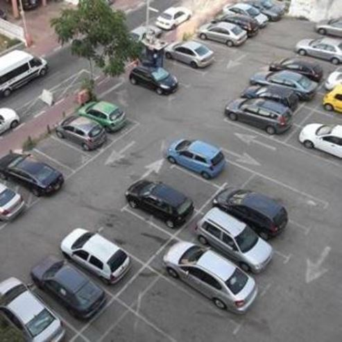 חניון בז'ארנו  - Bazerano Parking lot