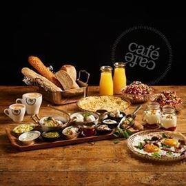 ארוחת בוקר של קפה קפה  - Cafe Cafe's Breakfast
