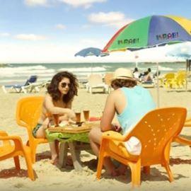אנשים בחוף הים - People at the beach