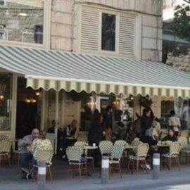 המסעדה מבחוץ - Restaurant from the outside