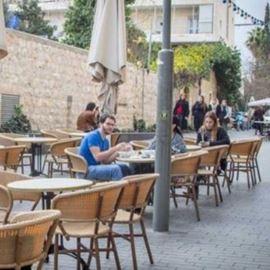 הקפה ברחוב בצלאל - Cafe in Bezalel Street