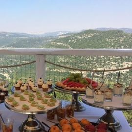 קינוחי המסעדה מול הנוף - Restaurant desserts in front of the view