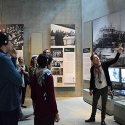 הדרכה במוזיאון - Instruction at the Museum