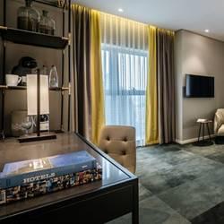 חדר במלון הכולל מרפסת ופינת - Hotel Room Features Balcony