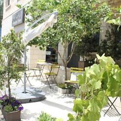 חצר המלון - The hotel courtyard