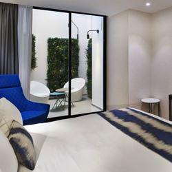 מרפסת בחדר המלון - Balcony in the hotel room